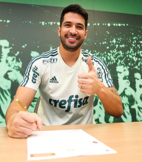 Luan_signing