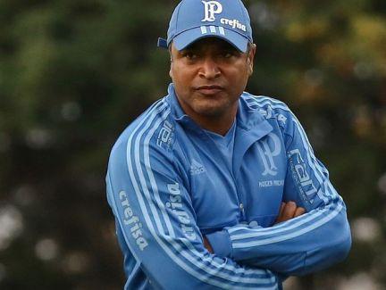 Roger-Machado-treino-Palmeiras-frio-715-Jales-Valquer-Fotoarena